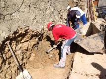 Cimentacion se aprecia roca en el suelo y paredes